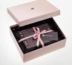 Get this beauty box know. beauty box # beauty for woman woman beautiful Best Beauty Subscription Boxes, Beauty Box Subscriptions, Monthly Subscription, Jewelry Packaging, Box Packaging, Packaging Design, Product Packaging, Best Beauty Boxes, Luxury Packaging