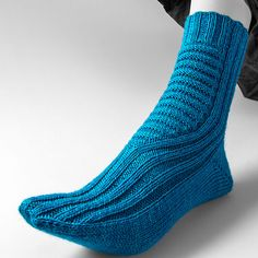 The short-row heel is actually an outstandingly simple construction, were it not for the problem of poor fit. Socks just need extra stitches for the instep. And here is the solution: Boot Toppers, Knee Socks, Cool Socks, Knitting Socks, Sock Shoes, Ravelry, Knit Patterns, Knitting Projects, Leg Warmers