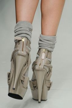 #catwalk #fashion #heels #runway #shoes #Burberry