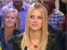 """Melanie Laurent on TV with her """"Fumeuse"""" necklace by Alice Hubert"""