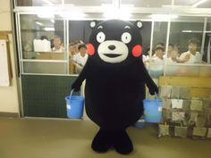 「廊下に立ってるから許して欲しいんだモン・・・」kumamon.くまモン