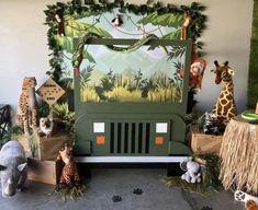 Safari jeep photo backdrop - New Deko Sites Safari Theme Birthday, Jungle Theme Parties, First Birthday Party Themes, Wild One Birthday Party, Safari Birthday Party, Birthday Ideas, Safari Party Decorations, Safari Theme Centerpieces, Safari Jeep