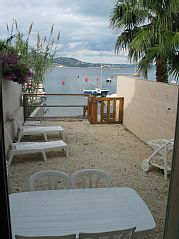 Les+pieds+dans+l'eau,+Appart(s)+dans+une+ancienne+maison+de+pêcheur,+RDC+et+1er++++-+RDC+L'oustalet+dou+pescadou+Location de vacances à partir de Iles d'Or Hyères @homeaway! #vacation #rental #travel #homeaway