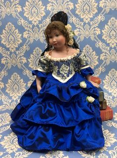 """La Caleta"" porcelain doll. Marin Chiclana (2003) . Menta y canela collection."