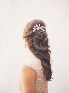 Half up hairstyle   Byron Loves Fawn Photography   see more on: http://burnettsboards.com/2014/10/timeless-bridal-styles/ LIKE