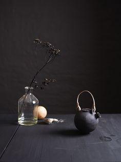 Black ceramics by Ragnhild Wik Photo: Siren Lauvdal Styling:Kirsten Visdal Wabi Sabi, Bergen, Oslo, Glass Vase, Candle Holders, Pearl Earrings, Ceramics, Dark, Interior