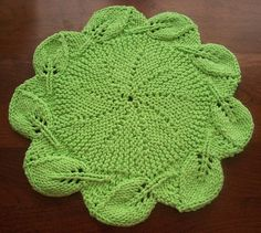 leafy border round cloth - by Titinil on Ravelry (would make a pretty hot pad)