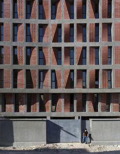 architecture contemporaine : immeuble Kahrizak, Iran, briques, © Parham Taghiof