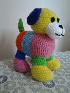 Amigurumi perrito multicolor.