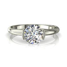 Solitaire bague de fiançailles diamant 0,80 carats or blanc Anoushka  Diamants et Carats vous propose Anoushka, une bague solitaire diamant à la ligne très épurée et au design haute joaillerie.Sertie mi-clos, la pierre centrale, un diamant rond de la forme du brillant est de 0,80 carats.  Fabriquée dans nos ateliers,cette bague de fiançailles se décline en or jaune, blanc, ou rose.de 18 carats.  - Couleur : I-H-G-F-E-D - Pureté : SI-VS-VVS - Poids diamant central : 0,80 carats - Diamètre du…