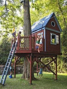 tree fort with zipline * tree zipline _ tree house kids zipline _ tree house with zipline _ tree house zipline _ zipline tree platform _ no tree zipline _ treehouse zipline tree forts _ tree fort with zipline Cubby Houses, Play Houses, Fairy Houses, Outdoor Spaces, Outdoor Living, Tree House Designs, Diy Tree House, Simple Tree House, Tree House Swing Set