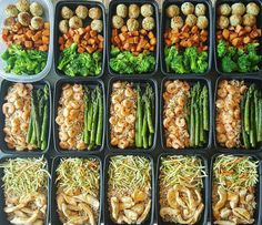 This prep that includes turkey, chicken, and shrimp. 23 Meal Prep Photos That Are Almost Too Perfect Lunch Meal Prep, Healthy Meal Prep, Healthy Snacks, Healthy Eating, Healthy Recipes, Healthy Potluck, Meal Prep Menu, Healthy Menu, Paleo Meals