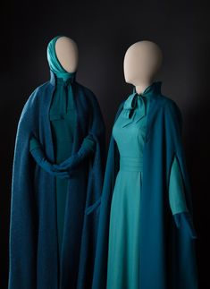 The Handmaid's Tale Costumes Are Finally Getting Some Museum Cred - Vogue Couple Halloween Costumes, Adult Costumes, Woman Costumes, Pirate Costumes, Group Costumes, Joy Costume, Handmaids Tale Costume, Handmade Tale, Winter Cloak