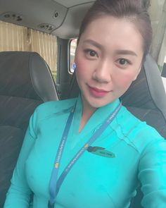 Airline Cabin Crew, Vietnam Airlines, Military Women, Super Long Hair, Flight Attendant, Ao Dai, Long Dresses, Sri Lanka, Pilot