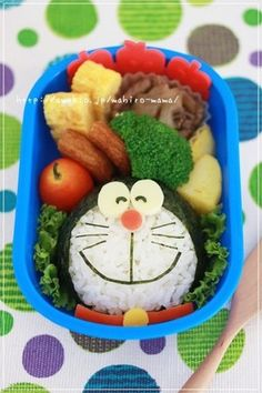 Easy Charaben Doraemon with Nori Seaweed Recipe by cookpad. Kawaii Bento, Cute Bento Boxes, Bento Box Lunch, Japanese Lunch Box, Japanese Food, Comida Disney, Bento Kids, Food Art For Kids, Bento Recipes