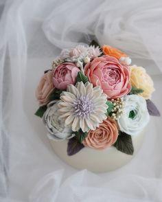 "107 Likes, 1 Comments - Time to be romentic  (@belle_epoque_cake) on Instagram: ""flower candle - student work -  대전에서 오신 세둥이 어머님~ 아가들 재워두시고 야밤에 연습하신 열정이 대단하셨어요. 열정만큼 실력도 좋으셔서~…"""