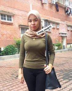 Image may contain: 1 person, standing and outdoor Hijab Teen, Girl Hijab, Beautiful Hijab, Beautiful Asian Girls, Big Fashion, Hijab Fashion, Muslim Beauty, Baggy Clothes, Indonesian Girls