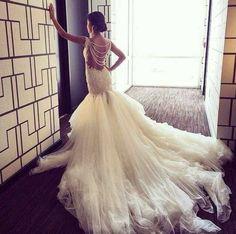 18 idées de robes de mariées à voir absolument, il y en a certainement une pour laquelle vous allez avoir un coup de coeur les filles. Vous aimez :) ?