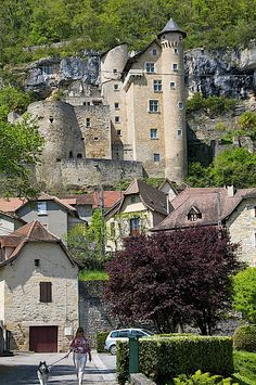 Experience the best study abroad programs in France. Beautiful Castles, Beautiful Places, Provence, Places Around The World, Around The Worlds, French Castles, Palaces, Visit France, French Chateau