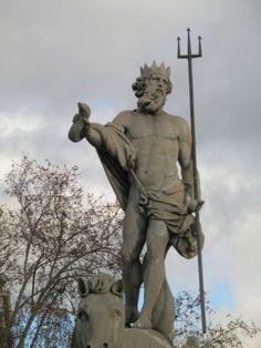 5. Netuno, na Fonte de Netuno, em Madrid. Executada por Juan Pascual de Mena, em mármore branco. Ano: 1782.