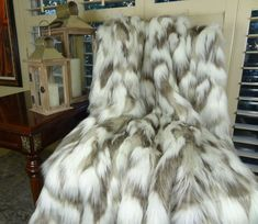 SALE - 4' x 5' - ONLY 1 Available - Ivory Faux Fur Blanket - Tibet Fox Fur - Ivory Beige Luxury Faux Faux Fur Blanket, Faux Fur Throw, Fur Throw Pillows, Fleece Throw, Fur Pillow, Throw Rugs, Swatch, Grey Fox, Chinchillas