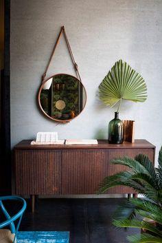 Conheça nossa seleção com 50 fotos de aparadores com espelhos na parede para você se inspirar na próxima decoração