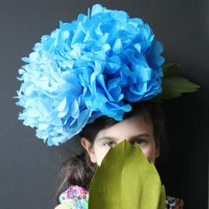 A simple tutorial for an impressive, fluffy and pretty hydrangea headpiece. Great for parties, stage and screen!