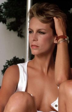 Jamie Lee Curtis. Kibbe type: Dramatic. Sun: 29°53' Scorpio AS: 25°35' Sagittarius Moon: 19°15' Aries. Saturn conjunct Ascendant. Ruler of Ascendant Jupiter in 15°59' Scorpio