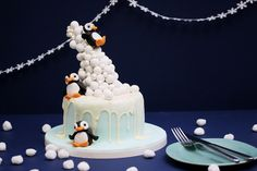 We love penguins and we love Cadbury Snowballs, so naturally, we had to find a way to combine these two elements - say hello to our Snowball gravity cake! Christmas Cake Designs, Christmas Cake Decorations, Christmas Cakes, Christmas Ideas, Xmas, Reindeer Cakes, Gravity Defying Cake, Anti Gravity Cakes, Penguin Cakes