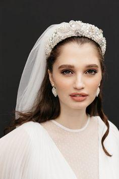 Bridal Hair Updo, Bridal Hair Pins, Headpiece Wedding, Bridal Headpieces, Bridal Makeup Looks, Bridal Looks, Wedding Party Dresses, Bridal Dresses, Pretty Prom Dresses