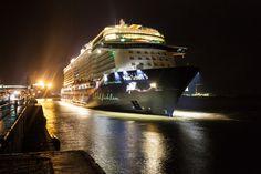Am heutigen Sonntag hat die Mein Schiff 5 erstmals am Bremerhavener…