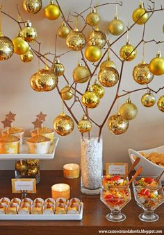 The king of Christmas decoration is undoubtedly the Christmas tree. What would you say about if this year instead of the classic Christmas tree, have something slightly different? Gold Christmas, All Things Christmas, Christmas Home, Christmas Table Centerpieces, Christmas Decorations, Christmas Ornaments, New Years Decorations, Holiday Crafts, Holidays