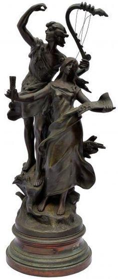 Escultura francesa do sec. XIX de bronze representando casal de figuras romanas. Alt. 61 cm.