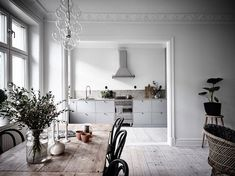 Small home with a great kitchen - via Coco Lapine Design Est Living Interior, Home, Scandinavian Home, My Scandinavian Home, Beige Kitchen, House Interior, Kitchens Without Upper Cabinets, Interior Design, Upper Cabinets