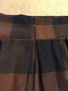 Anthro Inspired Buffalo Check Pleated Midi Skirt Sewing Tutorial + Easy No Mark Pleat Method – The Sara Project Sewing Basics, Sewing Hacks, Sewing Tutorials, Sewing Projects, Pleated Skirt Tutorial, Pleated Midi Skirt, Skirt Patterns Sewing, Skirt Sewing, Buffalo Check Fabric