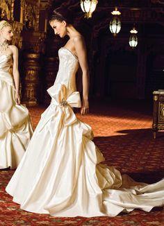 Yumi Katsura Wedding Dresses With Luxurious Swarovski Crystals. http://www.modwedding.com/2014/01/31/yumi-katsura-wedding-dresses-with-swarovski-crystals/ #wedding #weddings #fashion