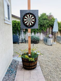 DIY Dartboard Stand – It Started With Toast - backyard ideas Backyard Patio Designs, Backyard Games, Backyard Landscaping, Landscaping Ideas, Patio Ideas, Cool Backyard Ideas, Patio Decorating Ideas, Diy Garden Games, Courtyards