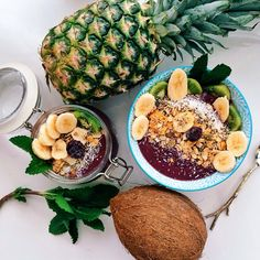 We LOVE acai bowls! Give's us the opportunity to get dressed up in our best summer outfits and go out and have a fruit bowl with friends!