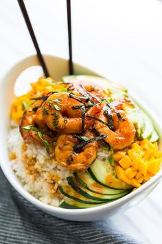 These Honey Sriracha Shrimp Sushi Bowls are packed with flavor & super easy to make! Seafood Recipes, Gourmet Recipes, Cooking Recipes, Healthy Recipes, Sushi Recipes, Gourmet Desserts, Plated Desserts, New Recipes, Shrimp Sushi Bowl