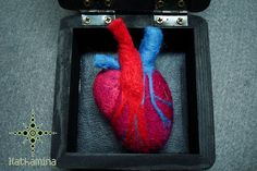 [My heart in a box] Needle felting Valentine Day Love, Valentines, Needle Felting, My Heart, Embroidery Designs, Box, Handmade, Hearts, Macabre