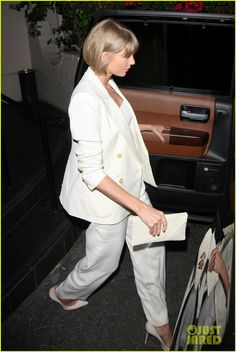 Taylor Swift Has A Night Out With Producer Jack Antonoff: Photo Taylor Swift looks incredible in all white as she heads out of Maia restaurant on Wednesday evening (February in West Hollywood, Calif. Taylor Swift Fotos, Taylor Swift Outfits, Taylor Swift Style, Taylor Swift Pictures, Taylor Alison Swift, Foreign Celebrities, Live Taylor, Taylor Taylor, Ethel Kennedy
