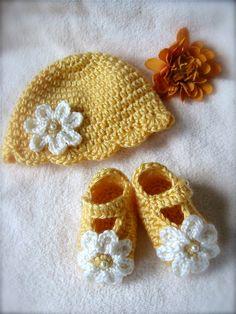 Newborn girl Gift Set Daisy Hat and Booties by mermaiddesignsstore, $24.00