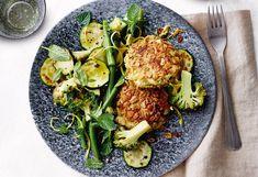 Dinkel-Laibchen mit Brokkoli, Zucchini und Fisolen