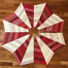 Embellish your Christmas tree with a handmade piece of classic holiday decor. Xmas Tree Skirts, Diy Christmas Tree Skirt, Christmas Tree Skirts Patterns, Christmas Sewing, Christmas Projects, White Christmas, Christmas Crafts, Christmas Quilting, Crochet Christmas
