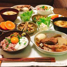 こんばんは★ ✴︎ ✴︎ 2017/11/30 ⬆︎昨日のよるごはん。 ✴︎ ○おでん スペアリブを入れて、 がっつりおでんです。 レシピは ゆうき酒場(ブログ)にて。 良かったらご覧下さい。 ✈︎✈︎✈︎ @yuukitohikari ✈︎✈︎✈︎ ✴︎ ○納豆ネギトロ丼 とろろも入れて、ネバネバ増し ✴︎ ○ごぼうの唐揚げ いつもより簡単に。詳しくはブログにて。 ✴︎ ○ポテトサラダ たくさん作って、やっと昨日で終了 ✴︎ ○みかん ○味噌汁 ✴︎ 今月も宜しくお願いします☺︎ ✴︎ ✴︎ #よるごはん#夜ごはん#夕ご飯#夕食#夕飯#おうちごはん#おうち晩酌#おうち居酒屋#晩酌#うち飲み#おうち飲み#家飲み#レシピ#簡単レシピ#和食#料理#料理写真#デリスタグラマー#クッキングラム#こんだて#献立#おうちカフェ #cooking#dinner#japanesefood#foodpic#foodphoto#instafood#lin_stagrammer