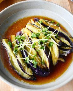 レンジですぐ。色鮮やかな【なすのポン酢南蛮だれ】 | つきの家族食堂 Japanese Side Dish, Japanese Food Dishes, Easy Cooking, Cooking Recipes, Asian Recipes, Healthy Recipes, Good Food, Yummy Food, Food Menu