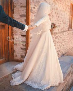 Tesettür Giyim ( 5189 Likes 117 Comments ) Muslim Wedding Dresses, Muslim Brides, Wedding Hijab, Wedding Dresses Photos, Wedding Pics, Muslim Couples, Wedding Bride, Bridal Dresses, Wedding Gowns