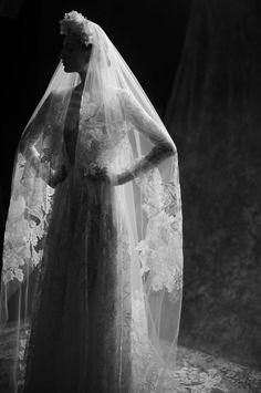 Naeem Khan Spring Bridal – The Lane J Aton Couture, Wedding Bridesmaids, Wedding Dresses, Maroon Wedding, Source Of Inspiration, Fashion Inspiration, Naeem Khan, Couture Details, Bridal Style