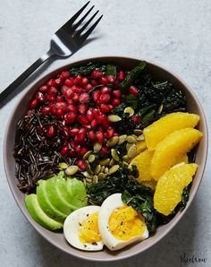 Easy Clean-Eating Lunches to Try This Month Buddha bowl with kale, avocado, orange and wild rice. Get the recipe for this healthy lunch.Buddha bowl with kale, avocado, orange and wild rice. Get the recipe for this healthy lunch. Clean Eating Recipes, Lunch Recipes, Healthy Eating, Healthy Recipes, Healthy Food, Dinner Recipes, Dinner Ideas, Lunch Ideas, Healthy Cooking