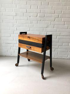 Reserved for Damien! Vintage Nähkasten, Nähkasten Holz, Beistelltisch Mid Century, Nähkorb alt,  Rollwagen von moovi auf Etsy